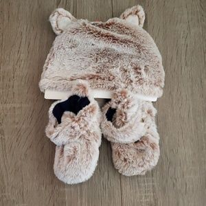 $5 ADD TO BUNDLE!  Super Soft Fox Slippers + Hat
